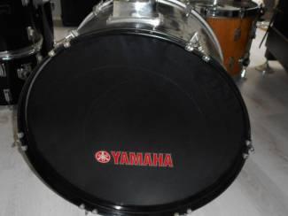 bas drum van YAMAHA  22 inch zwart hoogglans