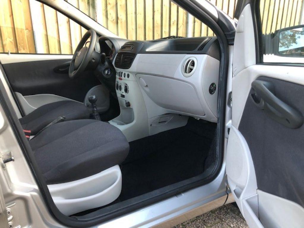 Fiat Punto 2004 leuke nette auto airco apk 2021 city stand