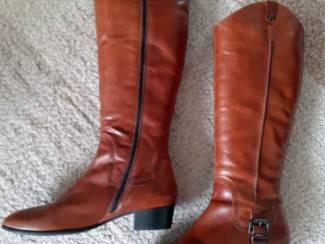 Hoge bruine nieuwe laarzen, maat 42