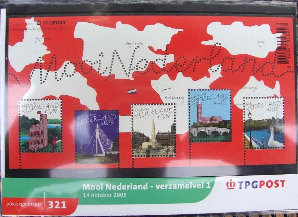 postzegelmapjes nl M321 en M322 - 2005