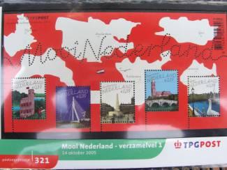 Postzegels | Nederland postzegelmapjes nl M321 en M322 - 2005