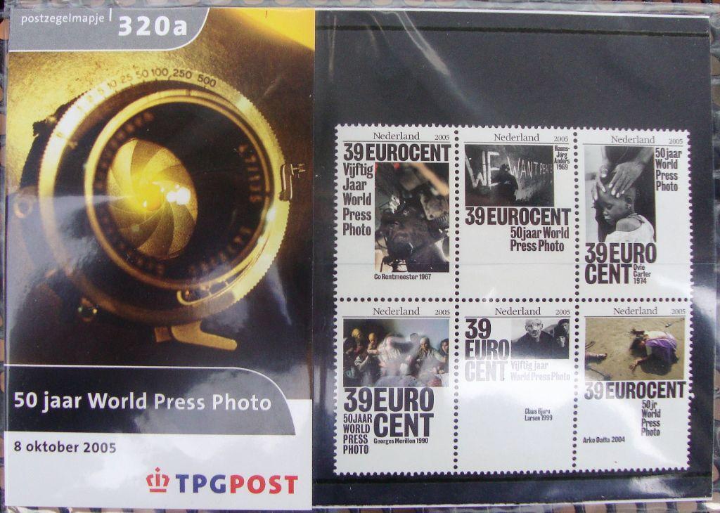 postzegelmapjes nl M320a en M320b - 2005