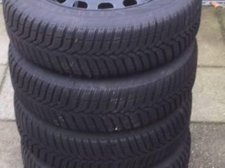 Te koop set bijna Hagel nieuwe winterbanden Ford Fiesta (Ford ka)