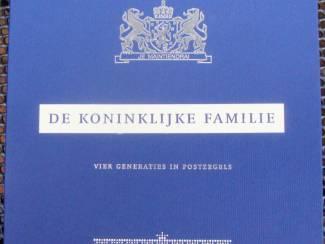 postzegelmapje spec. de koninklijke familie vier generaties