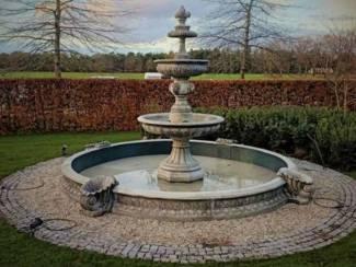 Klassieke Engelse fontein met rand