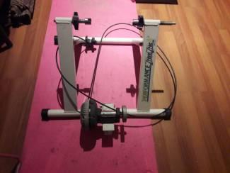Fietstrainer met intensiteitschakelaar