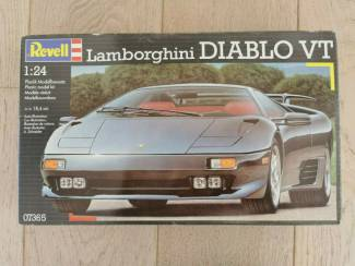 Lamborghini Diablo VT 1/24 Revell kit 07365 pieces 77