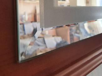 Nieuwe spiegel, facet geslepen, eventueel verlichting 190x90 cm