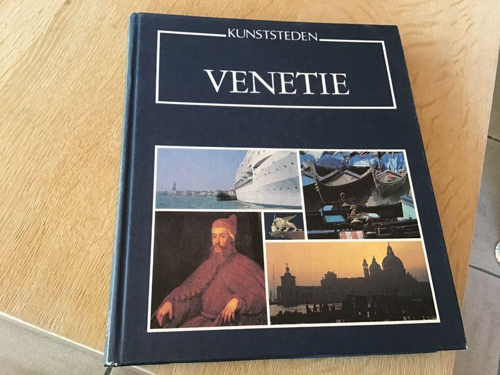 Venetie ;Boek ,prachtig exemplaar,mooie foto,s en tekst