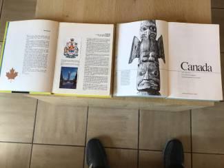 2 boeken v.Canada ,oudere & vernieuwde versie TOP om op reis te g