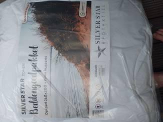 Dekbed 240x200 cm met 2 kussens 60x70 cm.,nieuw in verpakking. (V