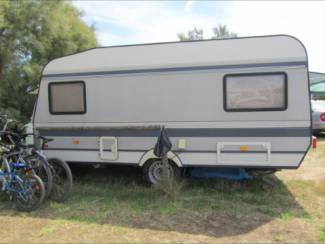 caravan hobby 460 staat gestald in spanje