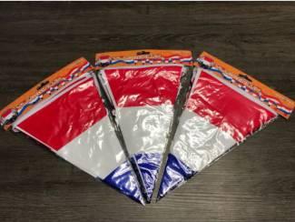 35 pakjes rood wit blauw vlaggetjes 10 meter per pakje
