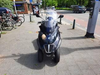 Motorscooters motor piaggio mp3 400