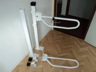 Badkamer   Badkamermeubels Opklapbare toiletbeugel Linido