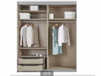 Hoge 245cm kledingkast met spiegel zweefdeur in lichtgrijs
