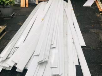 Gratis ophalen plastic schrootjes/houten planken