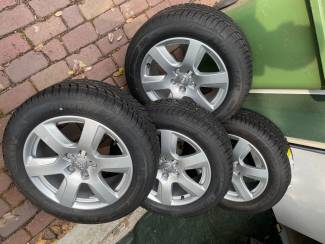 Autobanden Nieuwe set Audi A6 velgen met winterbanden
