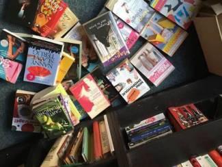 Doos 38 boeken te koop (o.a. Shopaholic en Bridget Jones)